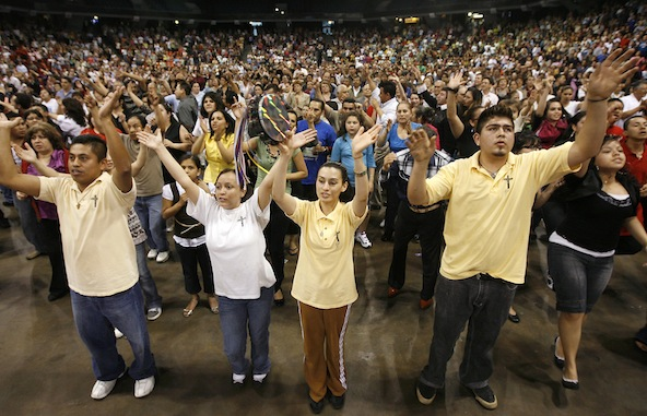 YOUNG ADULTS GATHER FOR HISPANIC CHARISMATIC CONFERENCE IN 2009 IN CHICAGO