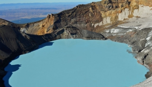 mt_ruapehu_s_crater_lake_2_3_4_E1