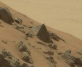 mars-curiosity-rover-finds-pyramid.jpg