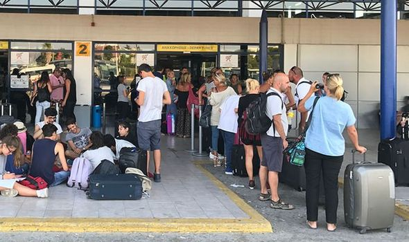 greece-holiday-queues-1109730.jpg