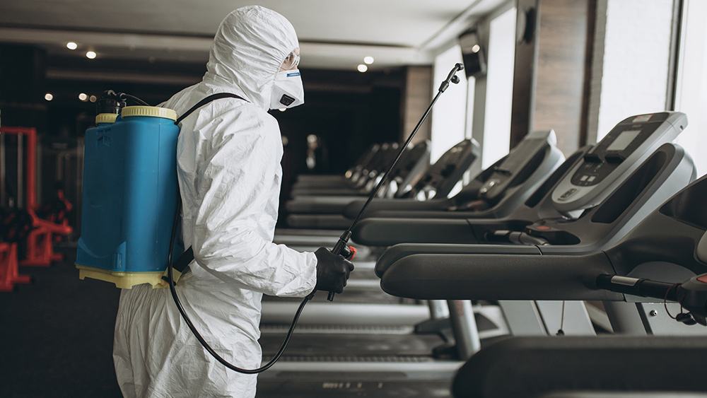 Coronavirus-Disinfect-Worker-Gym-Treadmills